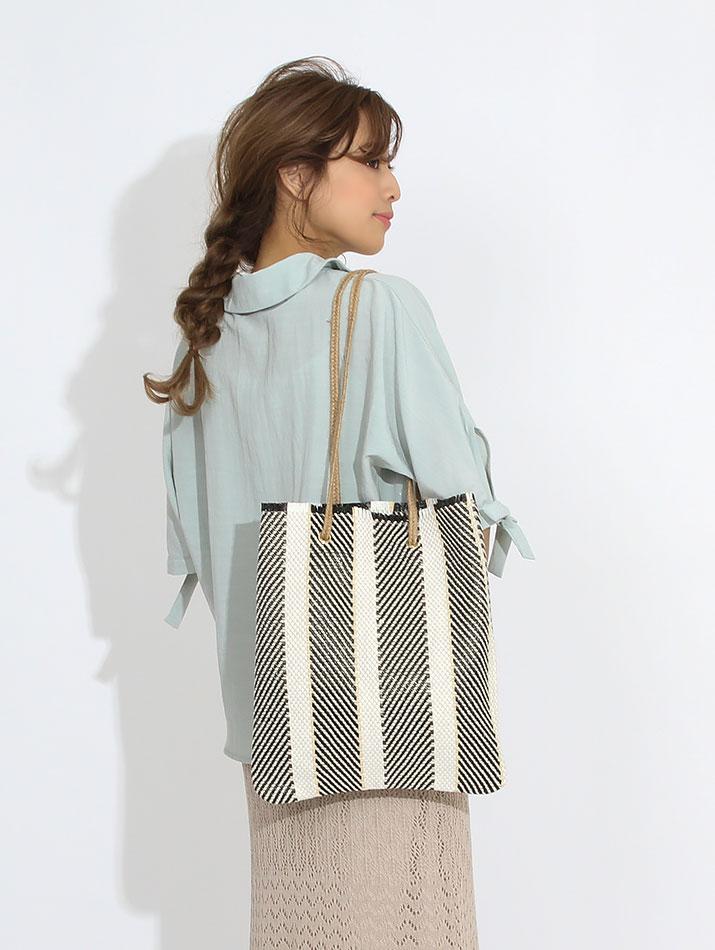 バッグ《マルチストライプ編みフリンジトートバッグ 全2色》