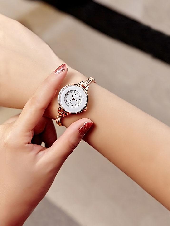 腕時計《ラインストーン&フレームデザイン バングルドレスウォッチ 全2色》